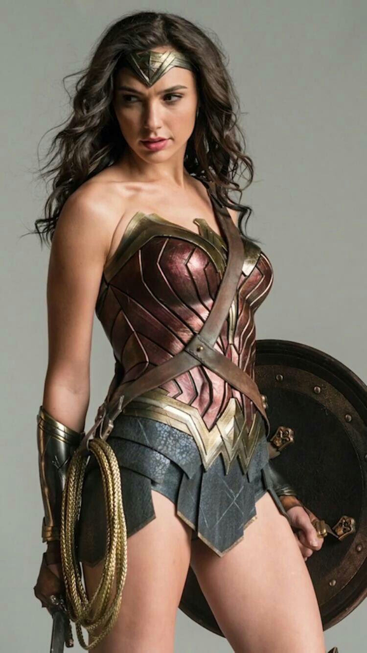 Sexy New Wonder Woman Image Released and Her Powers in Batman v Superman Discussed - Film Junkee